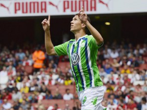 Wolfsburg's Ivan Perisic celebrates after scoring against Villarreal during an Emirates Cup soccer match at the Emirates Stadium in London, Britain, 25 July 2015.  EPA/ANDY RAIN
