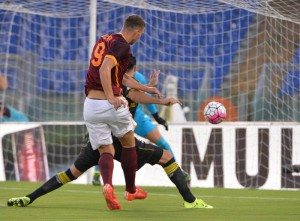 AS Roma's Serbian forward Edin Dzeko scores the goal during the friendly soccer match AS Roma vs Sevilla FC at the Olimpico stadium in Rome, Italy, 14 August 2015. ANSA/MAURIZIO BRAMBATTI
