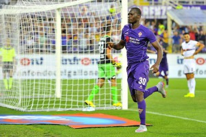 Fiorentina's forward Khouma El Babacar celebrates after scoring the first goal of the Italian Serie A soccer match between ACF Fiorentina and CFC Genoa at Artemio Franchi Stadium in Florence, 12 September 2015. ANSA/ MAURIZIO DEGL'INNOCENTI