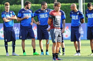 Italy's head coach, Antonio Conte, during the team's training session at Coverciano Sport Center, near Florence, Italy, 01 September 2015. ANSA/MAURIZIO DEGL'INNOCENTI