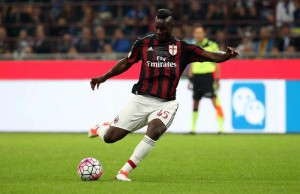 Ac Milan forward Mario Balotelli kicks during the Italian Serie A soccer match between FC Inter and AC Milan  at Giuseppe Meazza stadium in Milan, 13 september  2015.  ANSA / MATTEO BAZZI