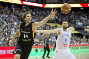 Germanys Dirk Nowitzki, left, and Italys Andrea Bargnani, right, challenge for the ball during the EuroBasket European Basketball Championship group B match between Italy and Germany in Berlin, Germany, Wednesday, Sept. 9, 2015. (ANSA/AP Photo/Axel Schmidt)