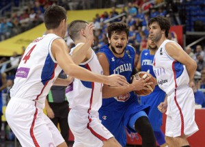 Italy's Alessandro Gentilei (2-R) and Serbia's Zoran Erceg (L-R), Nikola Kalinic and Milos Teodosic  in action during the FIBA EuroBasket 2015 Group B match between Serbia and Italy at the Mercedes-Benz-Arena in Berlin, Germany, 10 September 2015.  EPA/LUKAS SCHULZE