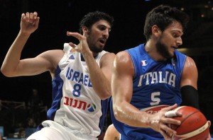 Israel's Lior Eliyahu, left, and Italy's Alessandro Gentile challenge the ball  during the EuroBasket European Basketball Championships match, round of sixteen, between Italy  against Israel on Sunday, Sept. 13, 2015 in Lille, northern France. (ANSA/AP Photo/Michel Spingler)