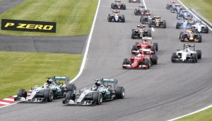 British Formula One driver Lewis Hamilton (L) of Mercedes AMG GP takes the lead of the race at the start of the Japanese Formula One Grand Prix at the Suzuka Circuit in Suzuka, central Japan, 27 September 2015.  EPA/DIEGO AZUBEL