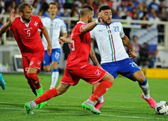 Italy' s Graziano Pelle  and Malta' s Andrei Agius (l) Steve Borg (cx) in action during the Euro 2016 qualyfing soccer match between Italy and Malta at Artemio Franchi Stadium in Florence, 3 September 2015. ANSA/ MAURIZIO DEGL'INNOCENTI  MAURIZIO DEGL' INNOCENTI/