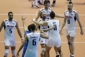 Italian players celebrate after winning a set against Russia during the third round match between Italy and Russia at the FIVB Volleyball Men's World Cup in Tokyo, Japan, 21 September 2015.  EPA/KIYOSHI OTA