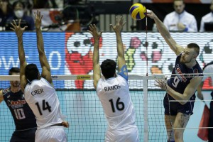Ivan Zaytsev (R) of Italy spikes the ball against Pablo Crer (2-L) and Martin Ramos (2-R) of Argentina during the third round match between Italy and Argentina at the FIVB Volleyball Men's World Cup in Tokyo, Japan, 22 September 2015.  EPA/KIYOSHI OTA