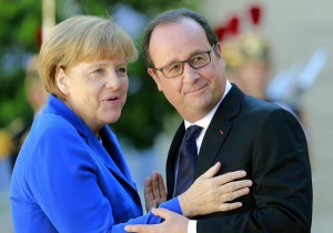 French President Francois Hollande, right, greets German Chancellor Angela Merkel upon her arrival at the Elysee Palace in Paris, France, Friday, Oct. 2 , 2015.  (ANSA/AP Photo/Jacques Brinon)