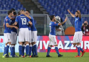 Italy's players jubilates after scoring the goal (1-1) during the UEFA EURO 2016 group H qualifying soccer match between Italy and Norway at the Olimpico stadium in Rome, Italy, 13 October 2015.  ANSA/ALESSANDRO DI MEO