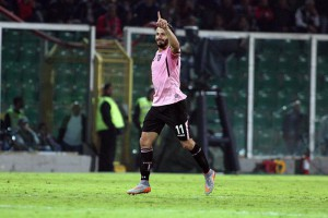 Palermo's forward Alberto Gilardino celebrates after scoring the goal of the 1-1 during the Italian Serie A soccer match between US Palermo and FC Inter at Renzo Barbera Stadium in Palermo, 24 October 2015. ANSA/ LANNINO