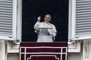 Pope Francis speaks to the faithful during the Angelus prayer in St. Peter's square, Vatican City, 03 August 2014. ANSA/ANGELO CARCONI
