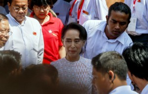 Myanmar opposition leader Aung San Suu Kyi (C), chairperson of National League for Democracy (NLD) party, leaves NLD headquarters to deliver a speech, Yangon, Myanmar, 09 November 2015.   EPA/LYNN BO BO