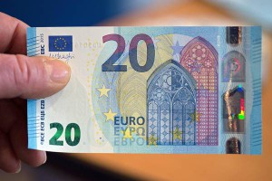 An employee of the German Federal Bank (Bundesbank) holds up a new 20 euro note in Duesseldorf, Germany, 04 November 2015. The new 20 euro note will be put into circulation starting 25 November 2015.  EPA/FEDERICO GAMBARINI