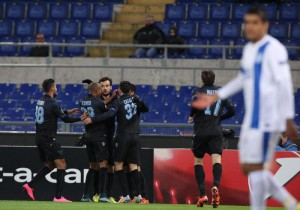 Lazio's players jubilate after the 1-0 goal scored by Antonio Candreva during the UEFA Europa League Group G soccer match SS Lazio vs FK Dnipro at Olimpico stadium in Rome, Italy, 26 November 2015.  ANSA/ALESSANDRO DI MEO