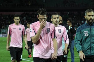 Palermo's players show their dejection at the end of the Italian Serie A soccer match US Palermo vs Empoli FC at Renzo Barbera stadium in Palermo, Sicily island, Italy, 02 November 2015. ANSA/CORRADO LANNINO