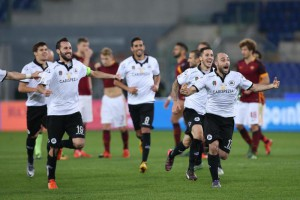 Spezia's players celebrate the victory at the end of the Italian Cup soccer match AS Roma vs Spezia Calcio at Olimpico stadium in Rome, Italy, 16 December 2015.  ANSA/ALESSANDRO DI MEO