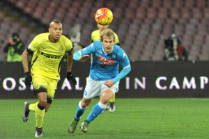 Inter's miedfielder Jonathan Biabiany (L) and Napoli's defender Ivan Strinic in action during the Italian Cup quarter final soccer match between SSC Napoli and FC Inter at San Paolo Stadium in Naples, 19 January 2016. ANSA/ CESARE ABBATE
