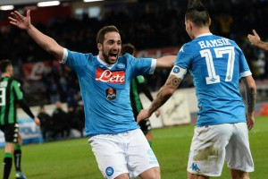 Napoli's forward Gonzalo Higuain celebrates after scoring goal of 2-1 during the Italian Serie A soccer match Ssc Napoli vs Us Sassuolo at San Paolo Stadium, Naples, 16 January 2016. ANSA/ CIRO FUSCO