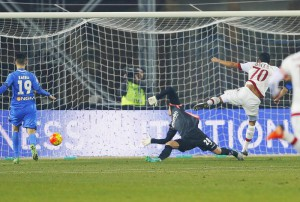 AC Milan's forward Carlos Bacca (R) scores the goal during the Italian Serie A soccer match between Empoli FC and AC Milan at Carlo Castellani stadium in Empoli, Italy, 23 January 2016. ANSA/FABIO MUZZI