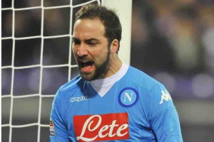 Napoli's Gonzalo Higuain jubilates after scoring the goal during the Italian Serie A soccer match ACF Fiorentina vs SSC Napoli at Artemio Franchi stadium in Florence, Italy, 29 February 2016. ANSA/MAURIZIO DEGL'INNOCENTI