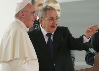 Pope Francis speaks with Cuba's President Raul Castro during his arrival ceremony at the airport in Havana, Cuba, Saturday, Sept. 19, 2015. (ANSA/AP Photo/Ramon Espinosa)