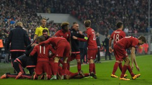 Bayern players celebrate after Bayern Munich's Spanish midfielder Thiago Alcantara (hidden) scored during the UEFA Champions League, Round of 16, second leg football match FC Bayern Munich v Juventus in Munich, southern Germany on March 16, 2016. / AFP / TOBIAS SCHWARZ        (Photo credit should read TOBIAS SCHWARZ/AFP/Getty Images)