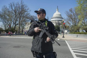 Capitol Police respond to a report of shots fired on Capitol Hill,  in Washington DC, USA, 28 March 2016. EPA/MICHAEL REYNOLDS