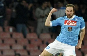 Napoli's forward Gonzalo Higuain celebrates after scoring the goal of the 1-1 during the Italian Serie A soccer match between SSC Napoli and CFC Genoa at San Paolo Stadium in Naples, 20 March 2016. ANSA/ CIRO FUSCO