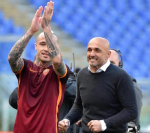 AS Roma's head coach Luciano Spalletti (R) celebrates with his player Radja Nainggolan (L) after winning the Italian Serie A soccer match against SSC Napoli at the Olimpico stadium in Rome, Italy, 25 April 2016.   ANSA/ETTORE FERRARI
