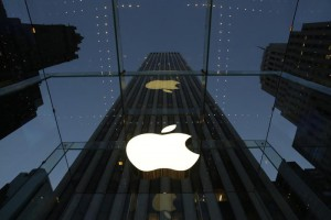 APPLE ENTRA NELL'INDICE DOW JONES, ESCE AT&T