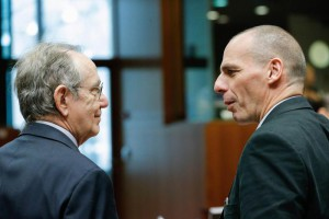 Italian Finance Minister Pier Carlo Padoan (L) and Greek Finance Minister Yanis Varoufakis (R)
