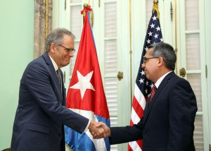Head of US Interests Section in Havana delivers a letter from Obama to Cuban President Castro