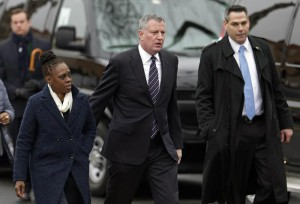 New York City Mayor Bill de Blasio (C) and his wife Chirlane McCray (L) arrive at the funeral of slain New York Police Officer Wenjian Liu at the Aievoli Funeral Home in Brooklyn, New York, USA, 04 January 2015.  EPA/PETER FOLEY