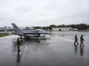 US F16 fighters jets are parked at Kallax Airport outside Lulea, norhtern Sweden, 26 May 2015, during the Arctic Challenge Exercise (ACE 2015) organized by Sweden, Finland and Norway.  ANSA/SUSANNE LINDHOLM