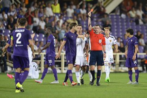 Fiorentina's Gonzalo Rodriguez (L) is sent off by English referee Michael Oliver (C) during the UEFA Europa League group I soccer match between AC Fiorentina and FC Basel 1893 at the Artemio Franchi stadium in Florence, Italy, 17 September 2015.  EPA/GEORGIOS KEFALAS