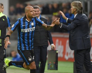Inter Milans midfielder Felipe Melo (L) celebrates with head coach Roberto Mancini after scoring the 1-0 lead during the Serie A soccer match between  Inter Milan and Hellas Veronaat the Giusepe Meazza stadium in Milan, Italy, 23 September 2015. ANSA/DANIEL DAL ZENNARO