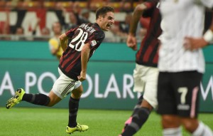 Milan's Giacomo Bonaventura jubilates after scoring the goal during the Italian Serie A soccer match AC Milan vs US Palermo at Giuseppe Meazza stadium in Milan, Italy, 19 September 2015. ANSA/DANIEL DAL ZENNARO