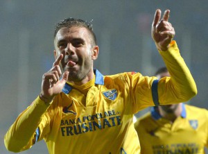 Frosinone Calcio's Paolo Sammarco, celebrates after scoring the 2-1 goal, during Italian Serie A soccer match, Frosinone Calcio vs Carpi FC, at the Matusa stadium in Frosinone, Italy, 28 October 2015.               ANSA / MAURIZIO BRAMBATTI