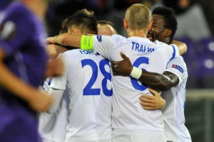Lech Poznan's Maciej Gajos jubilates with his teammates after scoring the second goal of the Uefa Europa League soccer match between ACF Fiorentina and AC Lech Poznan at Artemio Franchi Stadium in Florence, Italy, 22 October 2015. ANSA/MAURIZIO DEGL INNOCENTI