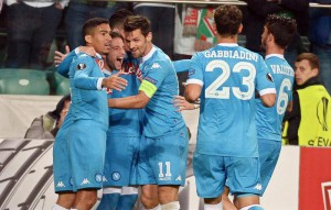 Napoli's Dries Mertens (2-L) celebrates with his teammates after scoring the 1-0 lead during the UEFA Europa League group D soccer match between Legia Warsaw and SSC Napoli in Warsaw, Poland, 01 October 2015.  EPA/BARTLOMIEJ ZBOROWSKI POLAND OUT