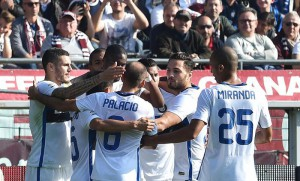 Inter's Geoffrey Kondogbia celebrates with his teammates after scoring a goal against Torino during the Italian Serie A soccer match Torino-Inter at Olympic stadium in Turin, Italy, 08 November 2015. ANSA/ ANDREA DI MARCO
