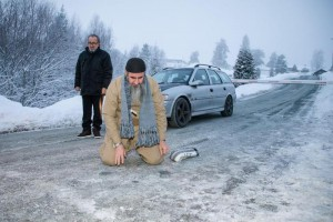 Najumuddin Faraj Ahmad (front), better known as Mullah Krekar, pictured praying on an icy road after he was released from Kongsvinger prison 25 January 2015, Kongsvinger, Norway.  EPA/AUDUN BRAASTAD NORWAY OUT