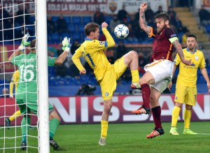 AS Roma's  Daniele De Rossi (R) vies for the ball with Bate Borisov's Aleksandr Hleb during their UEFA Champions League group E soccer match at the Olimpico stadium in Rome, Italy, 09 December 2015.  ANSA/ETTORE FERRARI