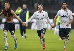 Bologna's Emanuele Giaccherini (C) and his teammates celebrate their victory at the end of the Italian serie A soccer match Milan-Bologna at the Giuseppe Meazza stadium in Milan, Italy, 06 January 2016. Bologna won 1-0. ANSA/ DANIELE MASCOLO