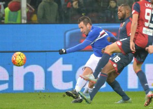 Genoa's Olivier Ntcham (R) and Sampdoria's Antonio Cassano in action during the Italian Serie A soccer match Genoa CFC vs UC Sampdoria at Luigi Ferraris stadium in Genoa, Italy, 05 January 2016. ANSA/LUCA ZENNARO
