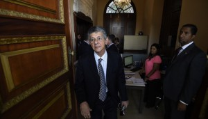 The new president of the National Assembly Henry Ramos Allup walks inside the Congress building, in Caracas on January 6, 2016. AFP PHOTO / JUAN BARRETO / AFP / JUAN BARRETO