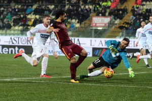 Carpi's goalkeeper Vid Belec  saves a shot from Roma's Mohamed Salah  during the Italian Serie A soccer match Carpi FC vs AS Roma at Alberto Braglia Stadium in Modena,Italy, 12 February 2016.ANSA/ELISABETTA BARACCHI