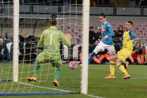 Napoli's forward Jose' Callejon in action during the Italian Serie A soccer match between SSC Napoli and Chievo Verona at  San Paolo Stadium in Naples, 5 March 2016.  ANSA/ CIRO FUSCO