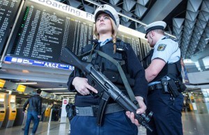 Members of the German federal police secure the terminal area at the airport in Frankfurt am Main, Germany, 22 March 2016.  ANSA/BORIS??ROESSLER